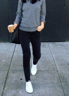 Skinny Jeans kombinieren: SO stylen Modeprofis jetzt die Röhre! Easy style: gray crewneck sweater, black skinny jeans, and casual white sneakers. Sneaker Outfits Women, Sneakers Fashion Outfits, Mode Outfits, Casual Outfits, Dress Casual, Jeans Fashion, Fashion Clothes, Dress Fashion, Casual Pants