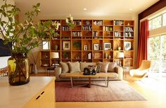 Bookshelf blends in with the Midcentury style of the room [Design: Platform Home Staging]
