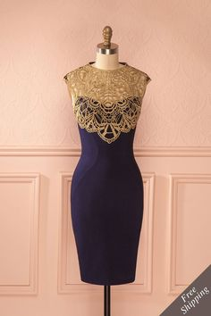 Les descendants de Mozart partagent un amour pour la distinction. Mozart's descendants share a love for distinction. Blue fitted dress with golden lace neckline www.1861.ca