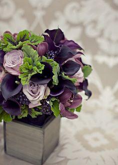 grape color floral arrangement - simply divine blend of calla lilies, roses & cymbidium orchids. Design Floral, Deco Floral, Arte Floral, Grape Color, Plum Color, Calla Lily, Cala Lilies, Fall Wedding, Trendy Wedding