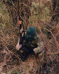 A Volunteer of the Irish Republican Army armed with an AKM assault rifle on patrol, British Occupied North of Ireland, 1994 Bobby Sands, Northern Ireland Troubles, Irish Independence, Irish Republican Army, Easter Rising, The Ira, Military Drawings, Michael Collins, Freedom Fighters