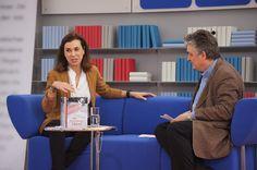 Carmen Posadas auf dem Blauen Sofa der LBM 2012 by Das blaue Sofa, via Flickr