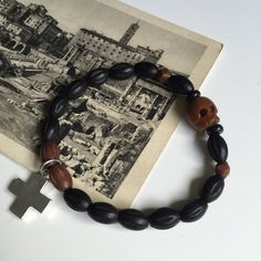 Super cool armband voor mannen van schedel met kruisbeeld. Dragen of een bos van…