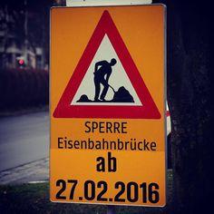 #lasttime #crossing #eisenbahnbrücke #linz #lnz #linzpictures #austria #eisenbahnbruecke #verkehr #stau #attention #achtung #keepinmind #travel #workingpoor #zeit