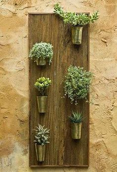 what a cool idea for someone with only a balcony or small yard...you can still have a garden:)