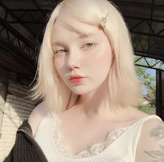 I know in time our hearts will mend. Aesthetic Girl, Aesthetic People, Modelo Albino, Albino Girl, Pretty People, Beautiful People, Corte Y Color, Uzzlang Girl, Ulzzang Korean Girl