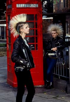 : THIS is punk. Everything that is not this, is a variation of modern grunge. Chicas Punk Rock, Estilo Punk Rock, Punk Girls, New Wave, Diesel Punk, Diesel Style, Psychobilly, Mode Bizarre, Moda Punk