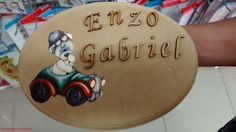 Placa Oval com toque final de pintura