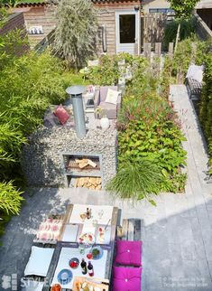 Stadtgarten green open spaces in row. Design: Jacqueline Volker www. Small Courtyard Gardens, Small Courtyards, Small Backyard Gardens, Small Backyard Landscaping, Back Gardens, Small Gardens, Outdoor Gardens, Landscaping Ideas, Backyard Ideas