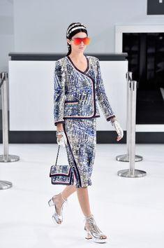 Kendall Jenner Photos - Chanel : Runway - Paris Fashion Week Womenswear Spring/Summer 2016 - Zimbio