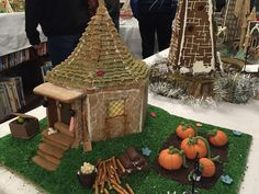 All sizes | Wood Memorial Library & Museum Hogwarts gingerbread houses | Flickr - Photo Sharing! Homemade Gingerbread House, Gingerbread House Designs, Christmas Gingerbread House, Gingerbread Houses, Kids Christmas, Christmas Cookies, Christmas Crafts, Harry Potter Dolls, Harry Potter Food