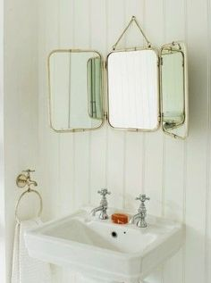 .Love the trifold mirror