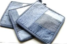 Denim potholders Diy Old Jeans, Recycle Jeans, Jeans Fabric, Denim Ideas, Denim Crafts, Recycled Fabric, Hot Pads, Pot Holders, Sewing Projects