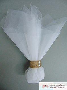 Μπομπονιέρα γάμου οικονομική με 2 τούλια οργάντζα λευκά 45Χ50 και το δέσιμο γίνετε σαν δαχτυλίδι με κορδέλα πλεχτή πάχους 2,5cm. Υψος μπομπονιέρας περίπου 30cm.Oι μπομπονιέρες γάμου είναι έτοιμες δεμένες και περιέχουν 5 κουφέτα αμύγδαλο βασικό ή 7 καρδιά σοκολάτα. Paper, Wedding, Decor, Valentines Day Weddings, Decoration, Weddings, Decorating, Marriage, Chartreuse Wedding