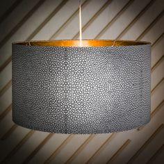 Une suspension aux imprimés géométriques et intérieur doré, La Redoute Intérieurs x Petite Friture