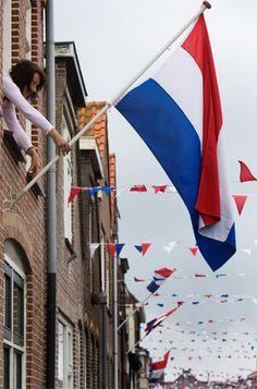 . Dat mensen nog steeds de vlag heisen op bevrijdingsdag en de vlag gebruikt voor een schets en onderwerp
