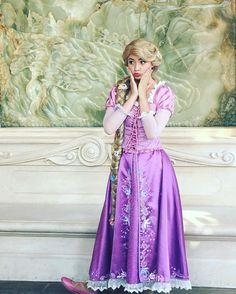 Rapunzel. Disney Princess Cosplay, Disney Princess Rapunzel, Disney Cosplay, Disney Costumes, Disney Princesses, Rapunzel And Flynn, Rapunzel Hair, Rapunzel Makeup, Disneyland Images