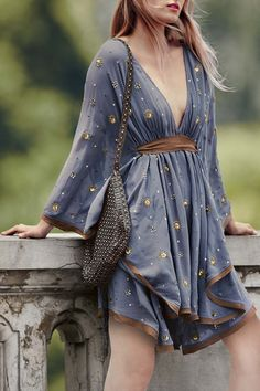 Plunging Neck Kimono Sleeve Contrasting Dress