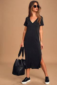When it's scorching hot outside, let the Lulus Keep Your Cool Washed Black Midi T-Shirt Dress cool you down! Dress with a shift silhouette and side slit. Black Dress Outfits, Summer Dress Outfits, Casual Dresses, Casual Outfits, Black Tshirt Dress Outfit, T Shirt Dresses, T Shirt Midi Dress, Printed Dresses, Floral Dresses