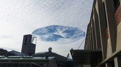 Pilvinen taivas, jossa aukko.