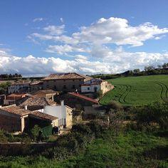 Rincones y pueblos casi perdidos de #Navarra... Armañanzas. (By @cleodeetz - #Instagram)
