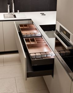 Lacquered wooden kitchen ALEA - Varenna by Poliform