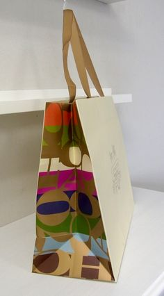 papaer bag Design Print Graphic Fashion 紙袋 デザイン 印刷 グラフィクデザイン ファッションー Fashion Packaging, Bag Packaging, Print Packaging, Graphic Design Tools, Box Design, Paper Carrier Bags, Paper Bags, Shoping Bag, Shopping Bag Design