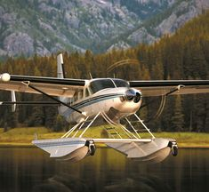 Cessna 208 Grand Caravan Amphibian landing on a mountain lake. Cessna Caravan, Private Pilot License, Bush Pilot, Amphibious Aircraft, Bush Plane, Float Plane, Civil Aviation, Aviation Fuel, Private Plane