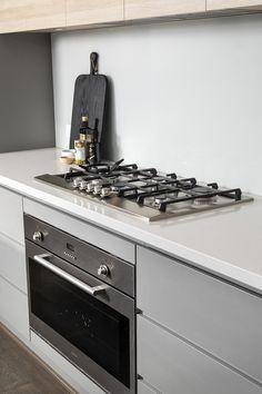 #kitchen #glasssplashback #whitestonebenchtop