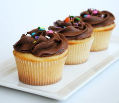Leanne bakes: Vanilla Cupcakes with the Best Chocolate Frosting Ever. For serious.