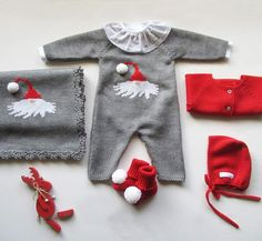 Com Maria Carapim In - Qoster Diy Crafts Knitting, Knitting For Kids, Baby Knitting Patterns, Pinterest Baby, Kids Vest, Baby Vest, Knitted Dolls, Crochet Fashion, Baby Boy Outfits