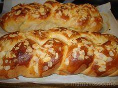 tsoyrekia-etima Greek Cookies, Greek Dishes, Greek Recipes, Food Photo, Hot Dog Buns, Bakery, Food And Drink, Ice Cream, Easter