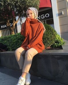 hijab dress Image may contain: 1 person, standing, shoes, hat and ou… – Hijab Fashion 2020 Modern Hijab Fashion, Hijab Fashion Inspiration, Muslim Fashion, Modest Fashion, Fashion Outfits, Hijab Fashion Summer, Jeans Fashion, Casual Hijab Outfit, Hijab Dress
