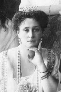 Tsarina Alexandra. Picture from The Illustrated London News, wearing Boucheron tiara