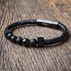 Normally I don't like bracelets for men, but this I like!