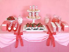 Simple...like the tablecloth scalloped with bows. #wedding #desserts