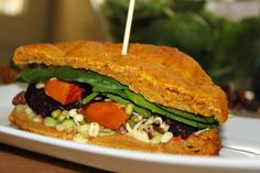 žít vege: podzimní sendvič Bagel, Guacamole, Hummus, Pesto, Barbecue, Sandwiches, Healthy Recipes, Meals, Meal Ideas