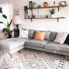 Monochrome living room with plants on shelves - Home living room - Shelves Living Room Shelves, Boho Living Room, Small Living Rooms, Living Room Interior, Living Room Designs, Shelves Above Couch, Modern Living, Living Room With Plants, Home Decor With Plants