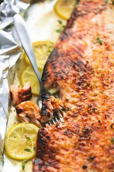Baked Honey Lemon Garlic Salmon in Foil | lecremedelacrumb.com