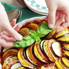 Ratatouille al forno Vejeteryan yemek tarifleri – The Most Practical and Easy Recipes Veggie Recipes, Healthy Dinner Recipes, Breakfast Recipes, Vegetarian Recipes, Cooking Recipes, Ratatouille Au Four, Food Videos, Easy Meals, Good Food