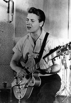 Eddie Cochran in the studio, 50s Music, Vintage Music, Blues Rock, Rockabilly Rebel, Rockabilly Artists, Genre Musical, Roy Orbison, Bagdad, Recorder Music