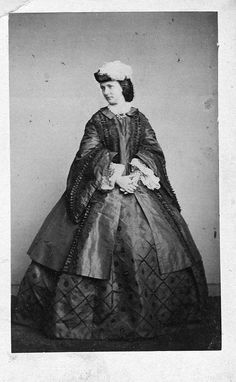 Womens Dresses from to About of the photo's from a disc I bought at a Civil War Re-enactment What a nice dress Victorian Women, Victorian Era, Victorian Fashion, Victorian Photos, Vintage Fashion, Antique Clothing, Historical Clothing, Vintage Photographs, Vintage Photos