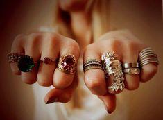 Заговор на кольцо: привлечение денег и удачи » Женский Мир Fashion Vocabulary, Runes, Magick, Class Ring, Gold Rings, Wedding Rings, Engagement Rings, Stone, Crystals