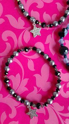 Pulsera de perlas grises, onix  y facetadas de cristal austriaco