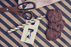 Småkager med lakrids og tranebær - Emily Salomon