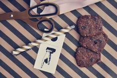 Småkager med lakrids og tranebær | Emily Salomon