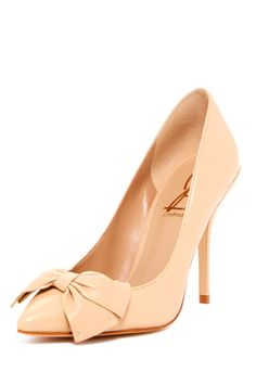 Nude bow pumps