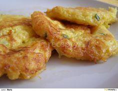 Celerové lívance: Syrový celer nastrouháme najemno, přidáme vejce rozšlehané v mléce, nasekanou pažitku, zasypeme sýrem, ochutíme a smažíme v lívanečníku.