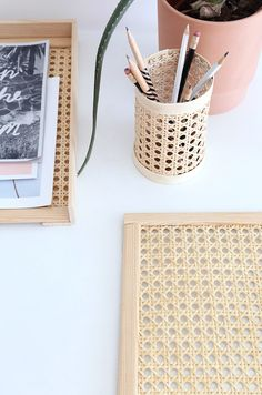 Rattan, Wicker, Diy Crayons, Pot A Crayon, Diy Home Accessories, Bamboo Crafts, Diy Home Decor, Diy Decoration, Diy Hacks
