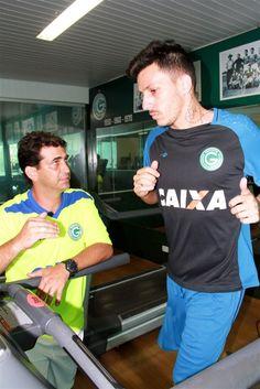 Jean Carlos já treina no Goiás, que espera documento para apresentá-lo #globoesporte